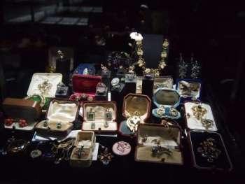 Как продать антикварные изделия